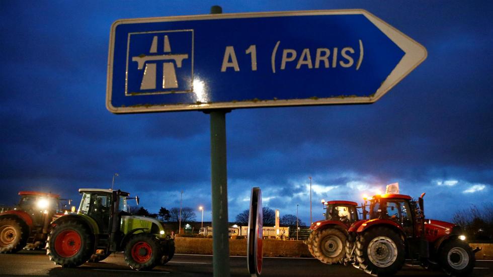 Trattori invadono Parigi e Berlino