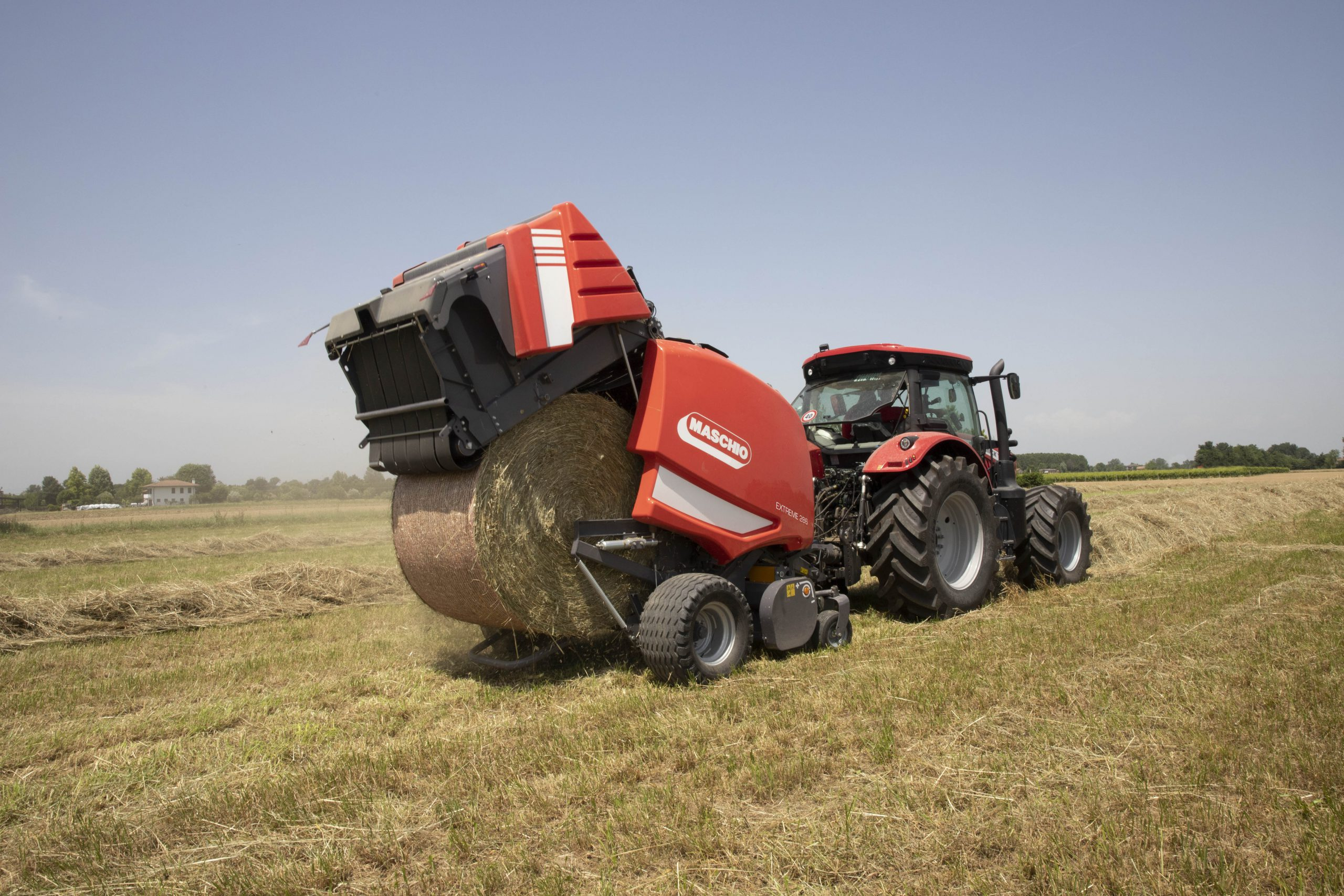 La Maschio Gaspardo Extreme 266 è stata pensata per andare incontro a ogni esigenza specifica di agricoltori e contoterzisti potendosi adattare a ogni condizione di raccolta e stoccaggio del foraggio