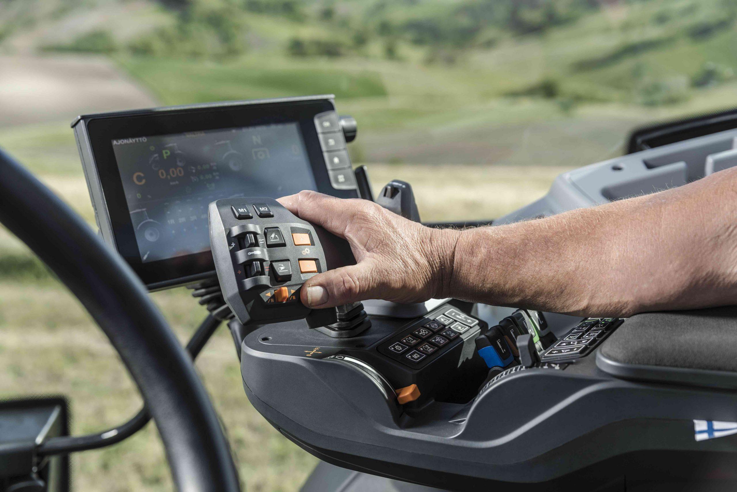 Valtra, con la rete 5G il trattore diventa telecomandato