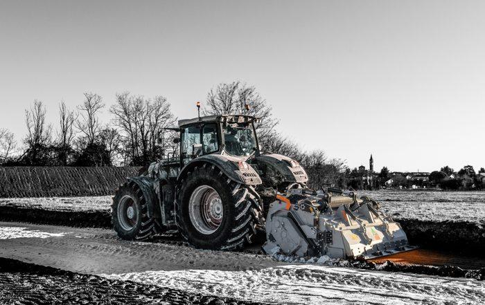 Trincia ad alte prestazioni FAE su trattore Fendt