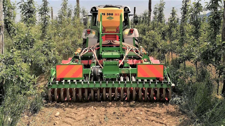 La Flex di Bella Macchine Agricole, con seminatrice APV, è pensata per tecniche di sovescio