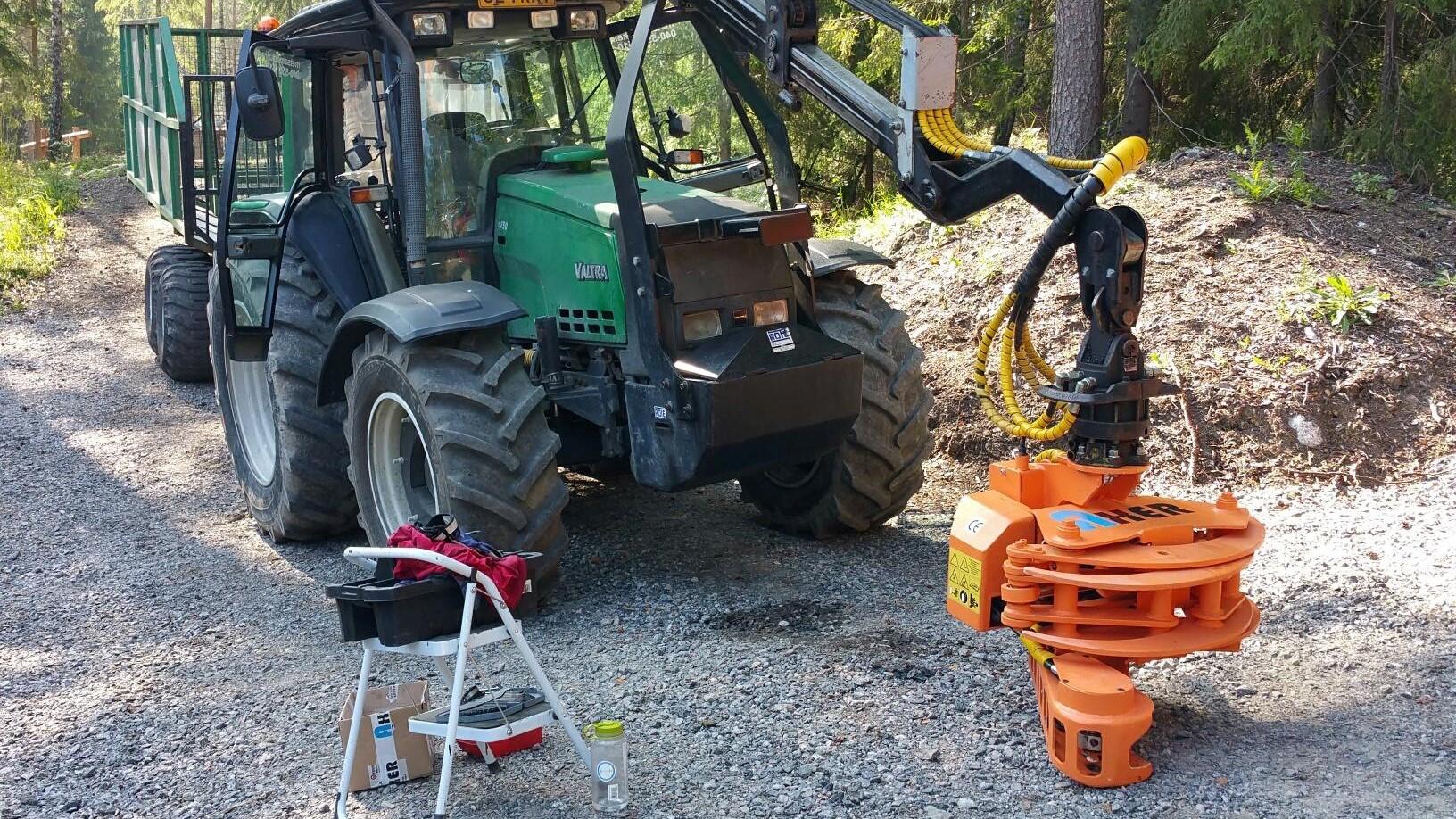 La gamma Axer si presta ben per le gru su trattore.